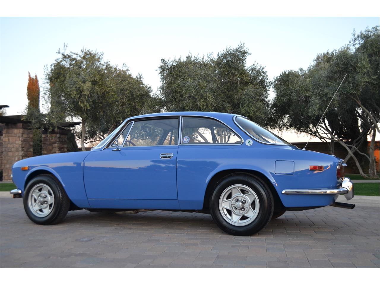 Large Picture of '74 Alfa Romeo 2000 GT - $54,995.00 - PE4O