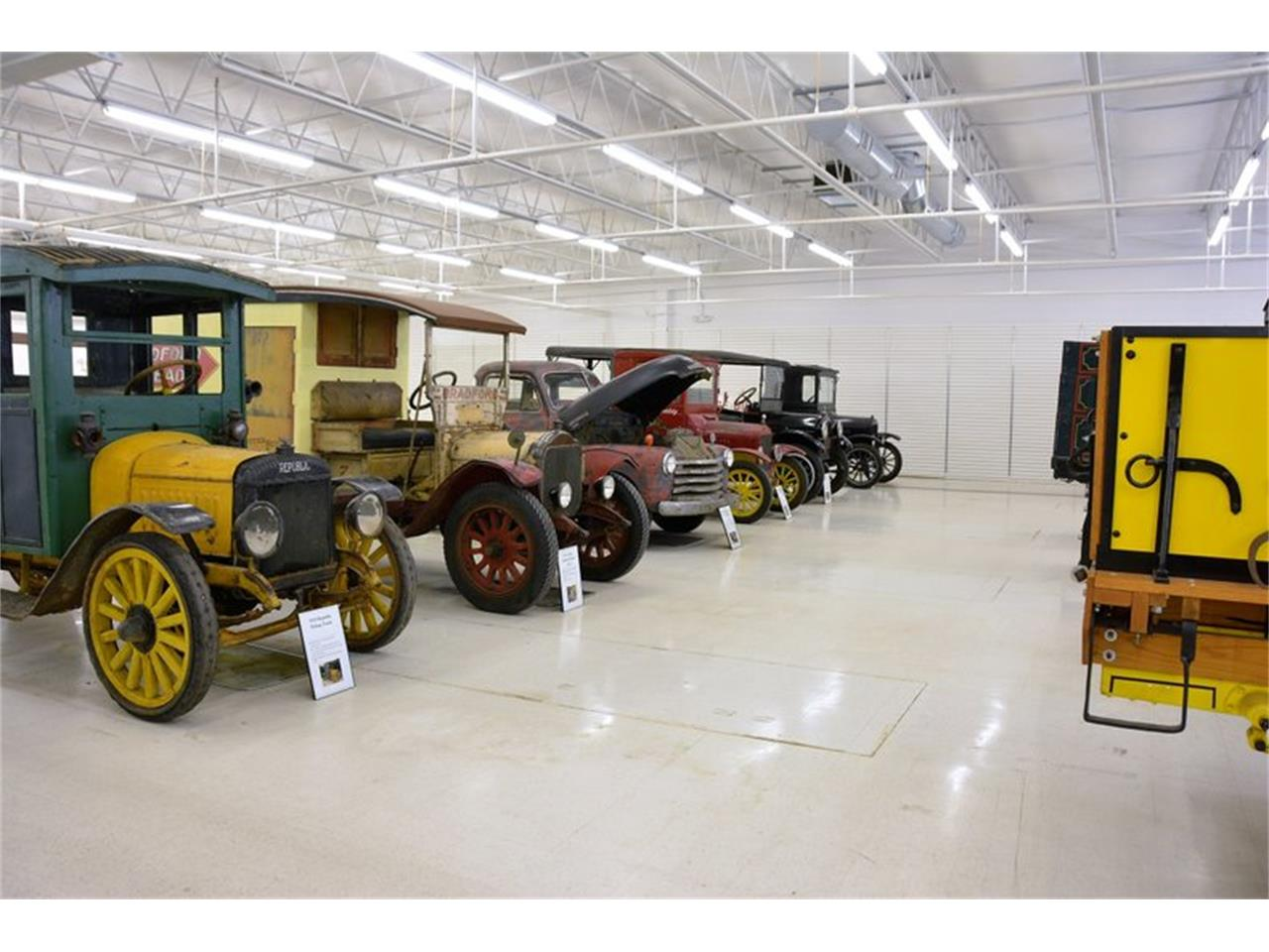 Large Picture of 1924 Mack Truck Offered by Classic Auto Mall - PFJW