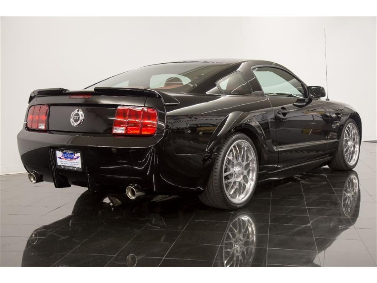 Large Picture of '05 Ford Mustang GT Offered by St. Louis Car Museum - PFLU