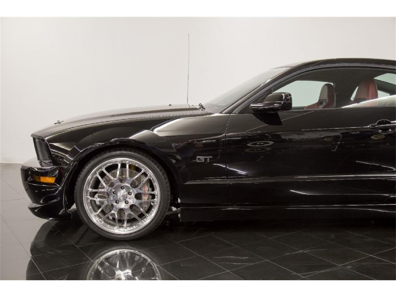 Large Picture of '05 Ford Mustang GT located in Missouri - $35,900.00 - PFLU