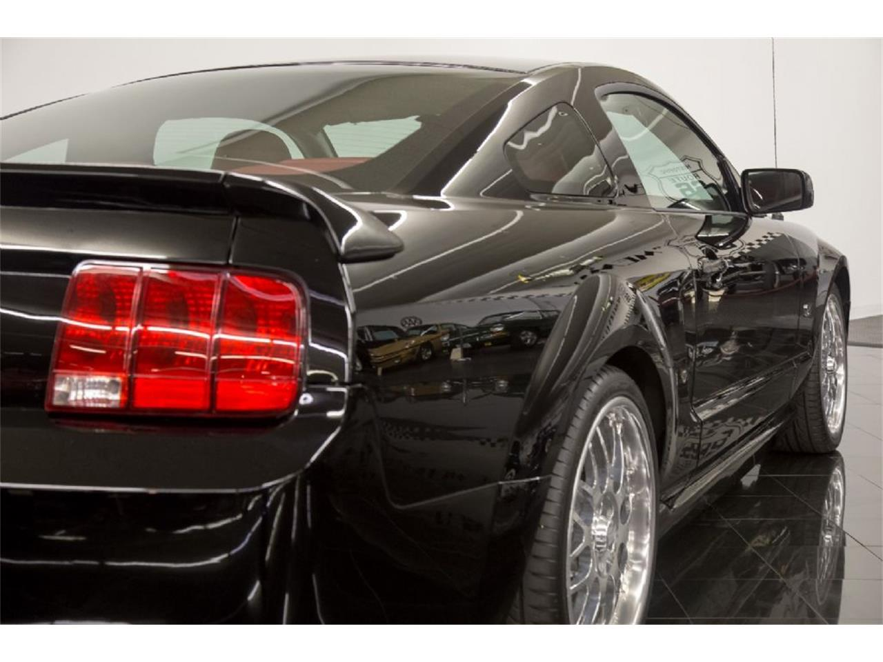 Large Picture of 2005 Ford Mustang GT - PFLU