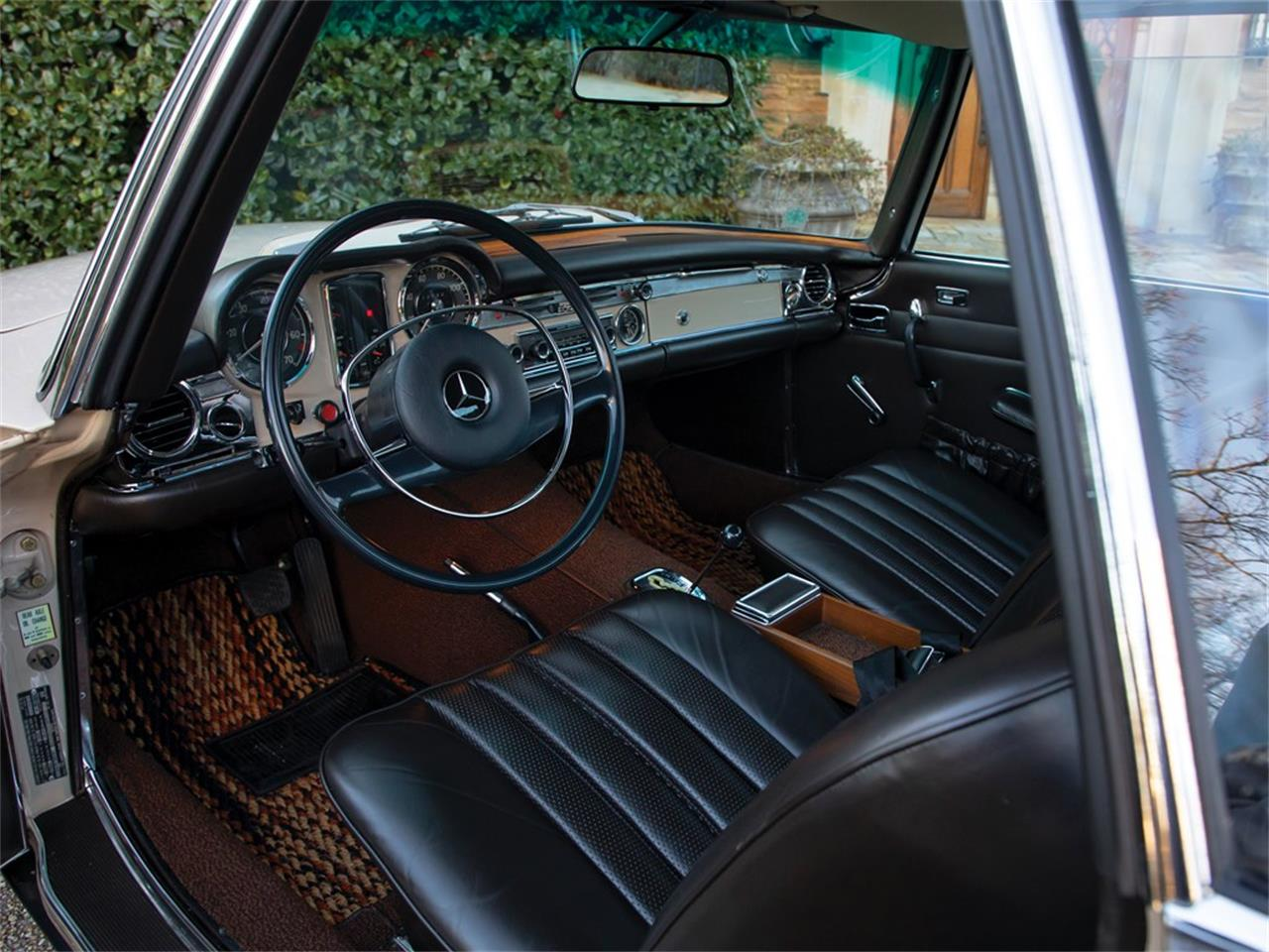 Large Picture of Classic 1968 Mercedes-Benz 280SL located in Amelia Island Florida Auction Vehicle Offered by RM Sotheby's - PGUM