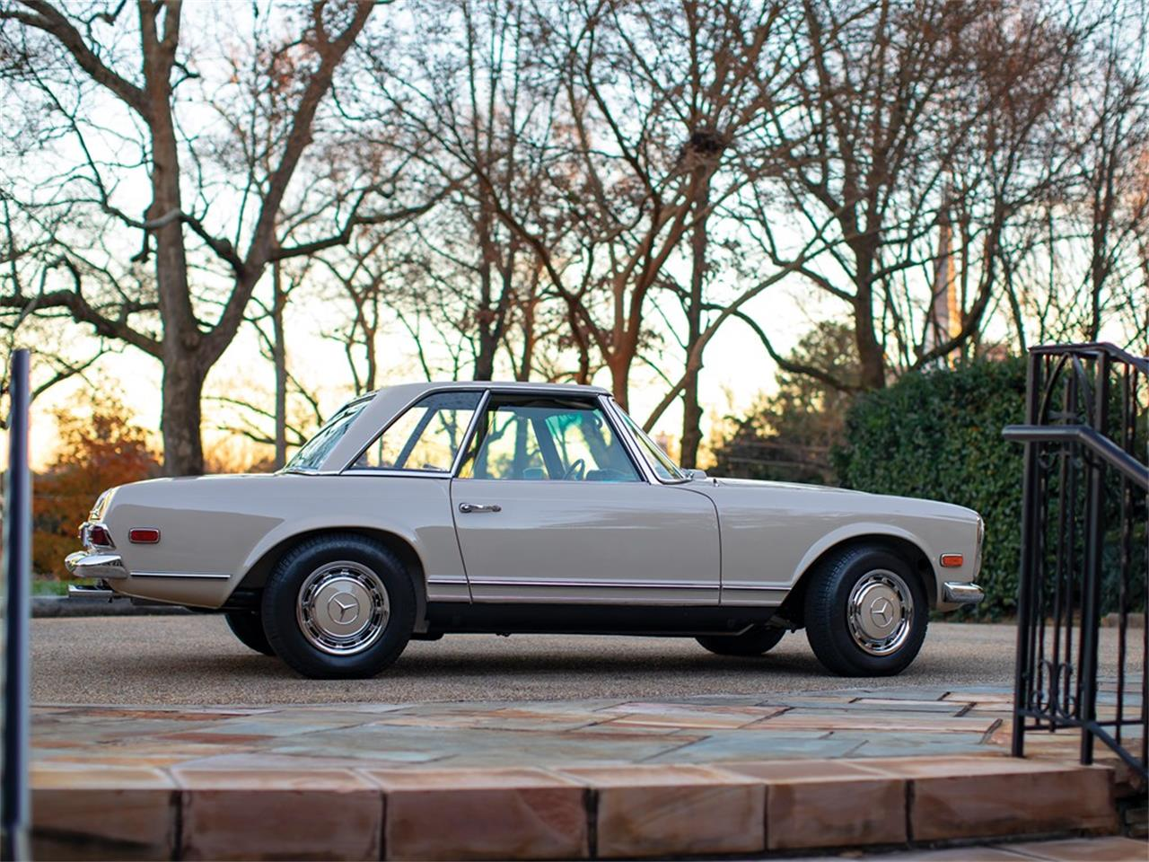 Large Picture of Classic '68 Mercedes-Benz 280SL located in Amelia Island Florida Offered by RM Sotheby's - PGUM