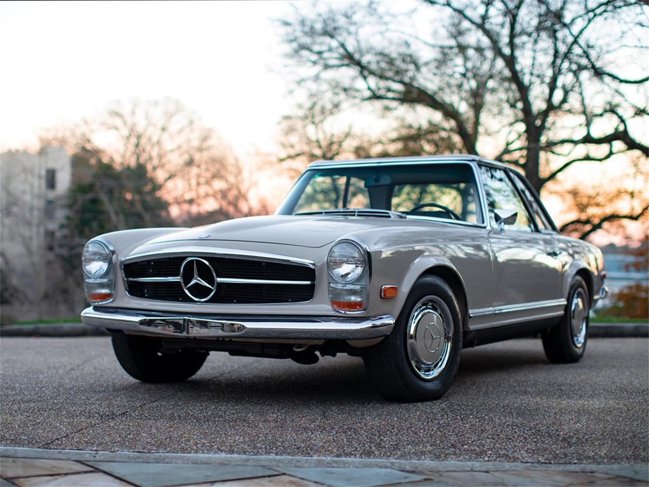 Large Picture of 1968 280SL located in Amelia Island Florida Auction Vehicle - PGUM