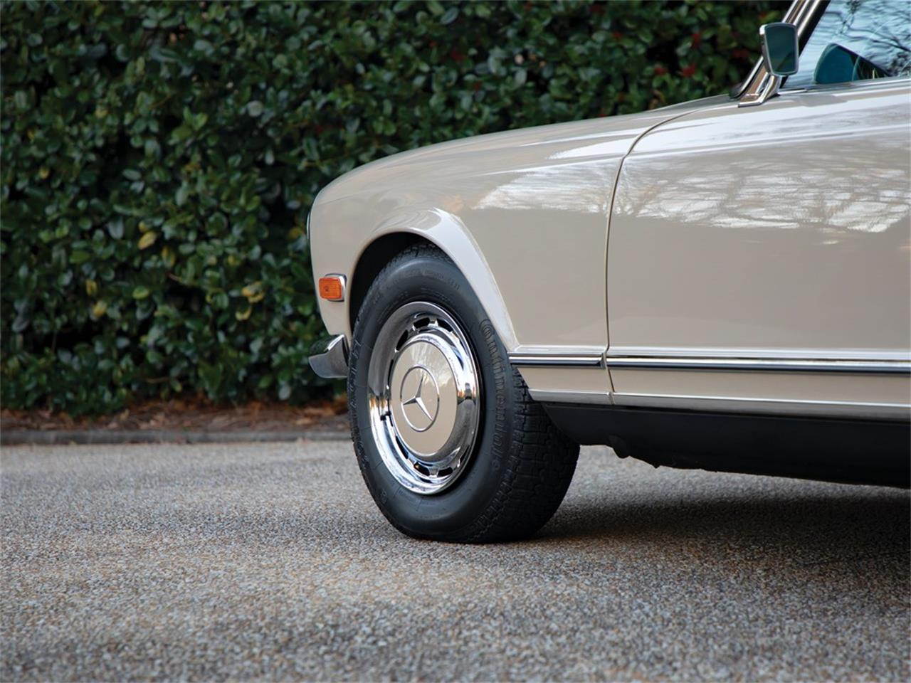 Large Picture of 1968 280SL located in Amelia Island Florida Offered by RM Sotheby's - PGUM