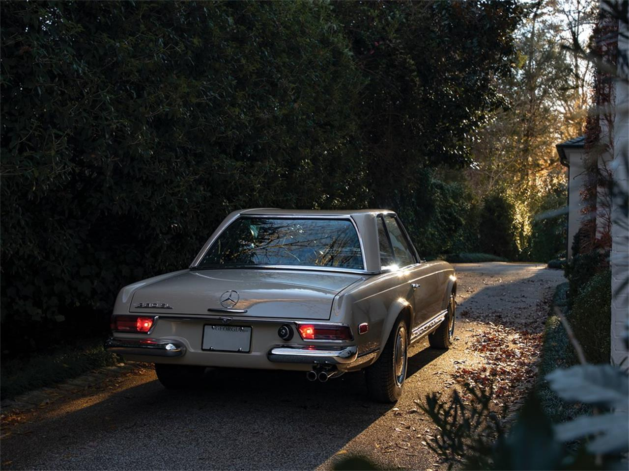 Large Picture of '68 Mercedes-Benz 280SL Offered by RM Sotheby's - PGUM