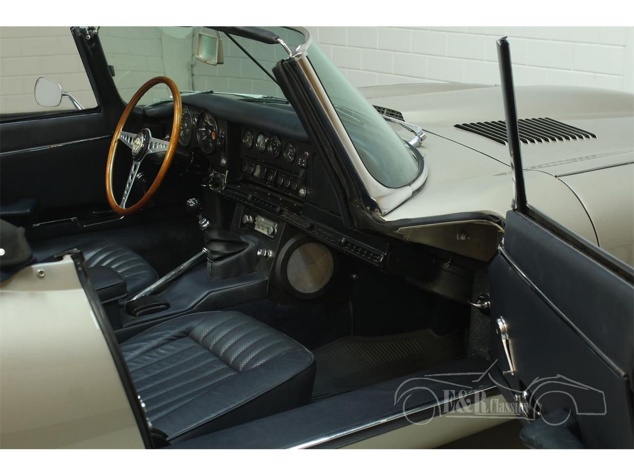 Large Picture of Classic '70 E-Type - PH40