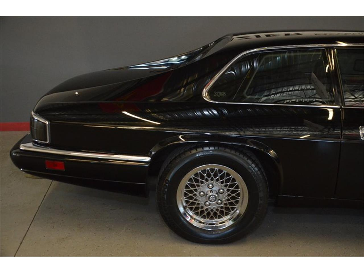 Large Picture of 1994 Jaguar XJS located in Lebanon Tennessee - PKGA