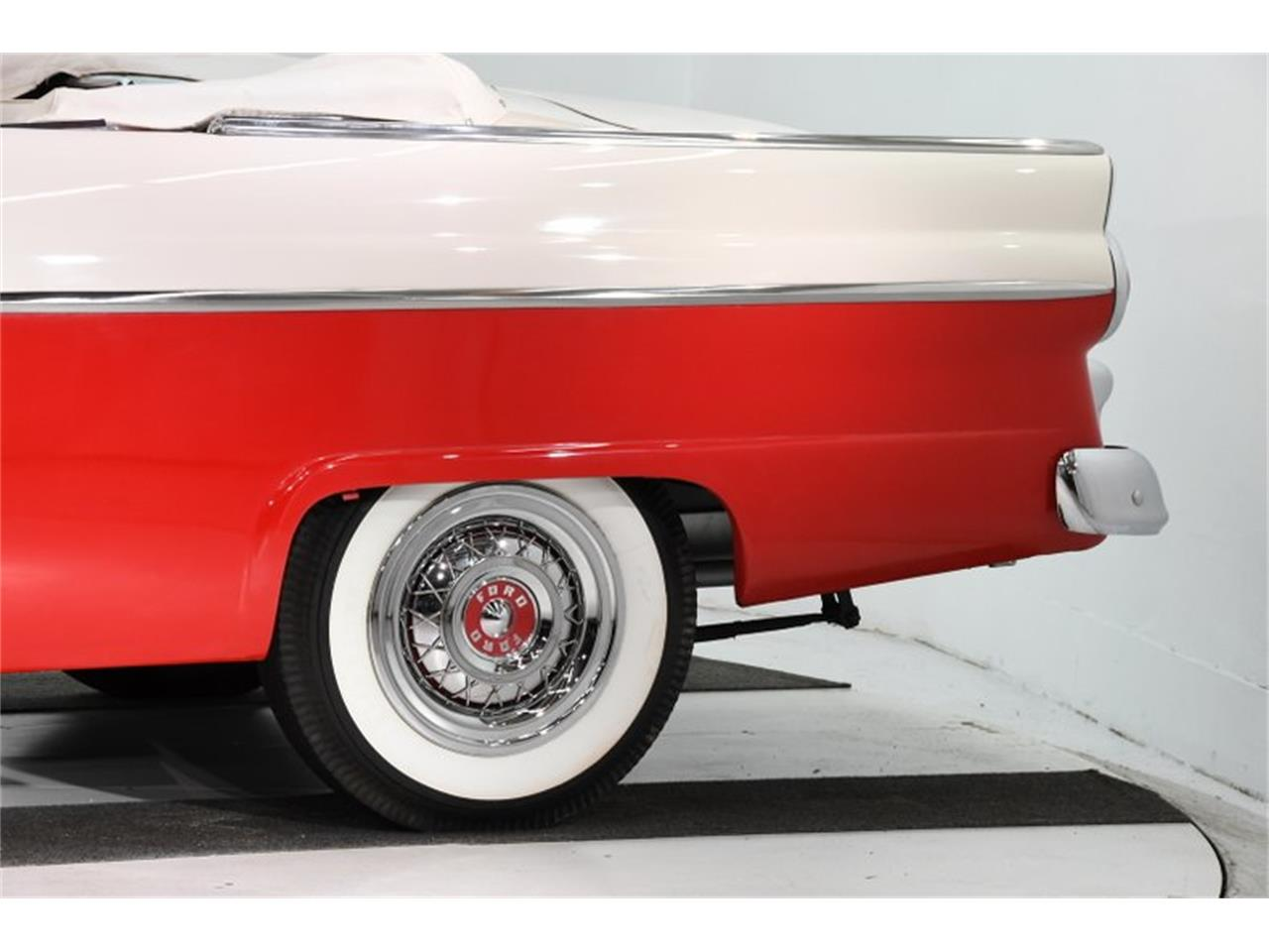 Large Picture of '55 Ford Fairlane - $45,998.00 Offered by Volo Auto Museum - PM6P