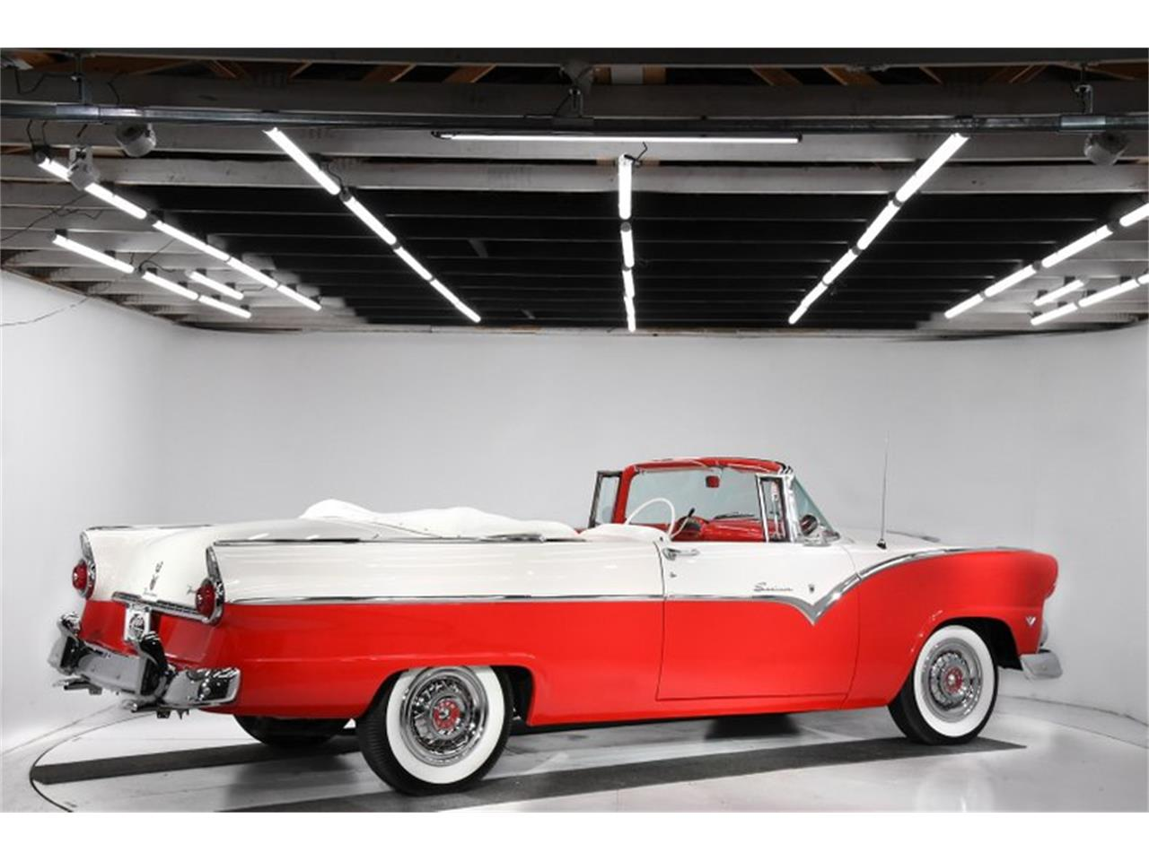 Large Picture of Classic '55 Ford Fairlane located in Volo Illinois - PM6P
