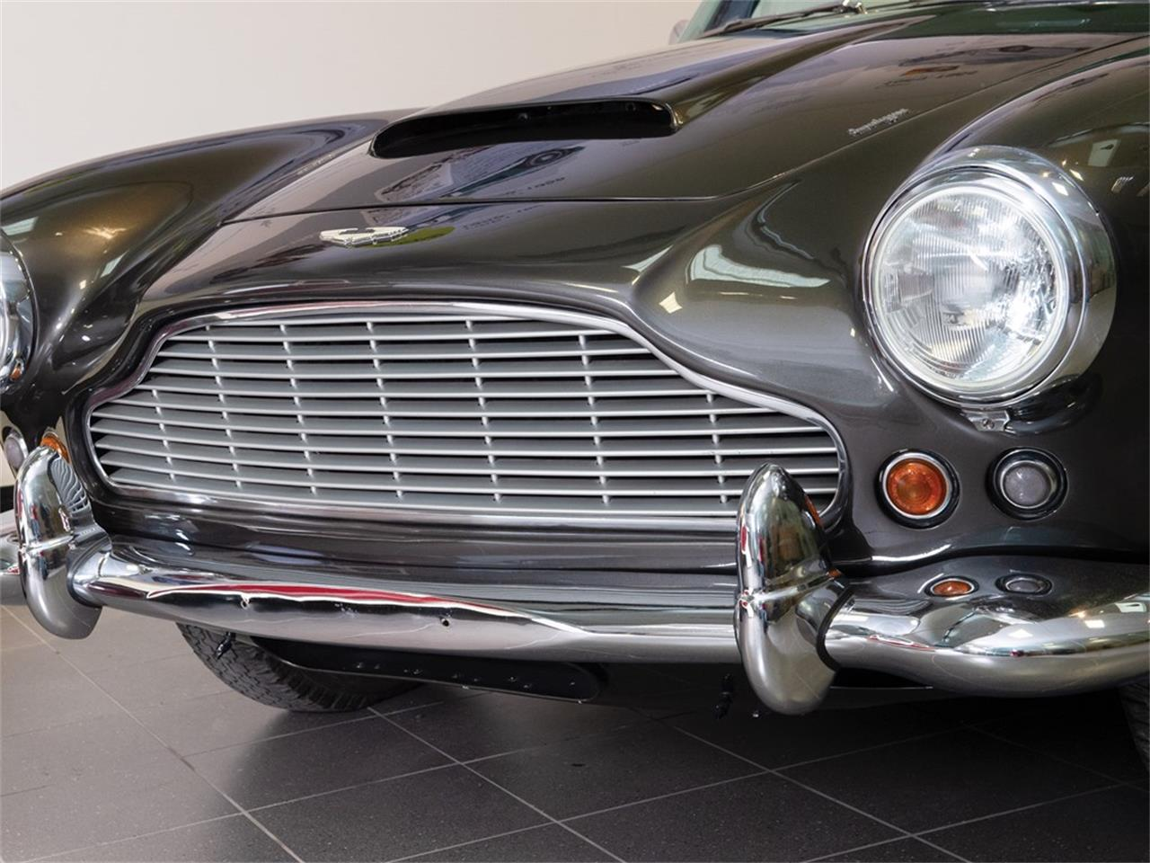 Large Picture of '62 Aston Martin DB4 Series IV located in  Auction Vehicle Offered by RM Sotheby's - PMRQ