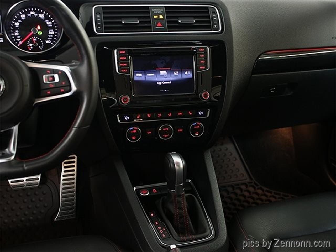 Large Picture of '16 Jetta located in Addison Illinois - PNNN