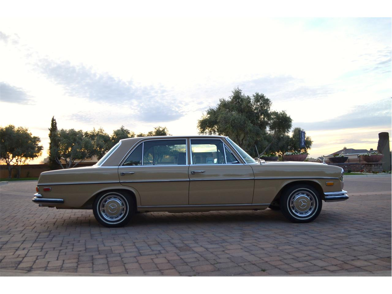 Large Picture of Classic 1973 Mercedes-Benz 280SEL located in Chandler Arizona - $23,995.00 Offered by European Motor Studio - PNR0