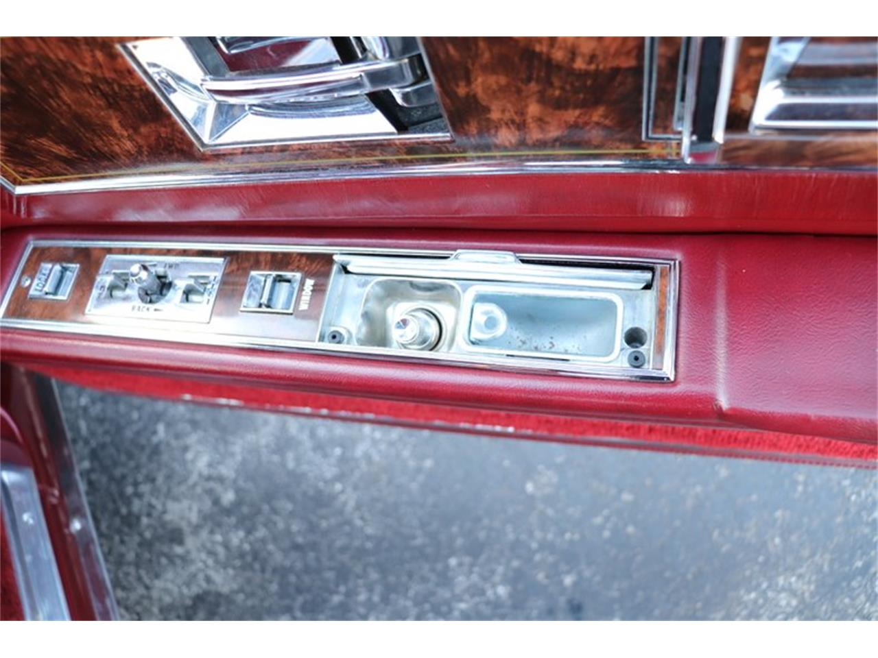 Large Picture of 1982 Toronado located in Illinois Offered by Midwest Car Exchange - PPX3