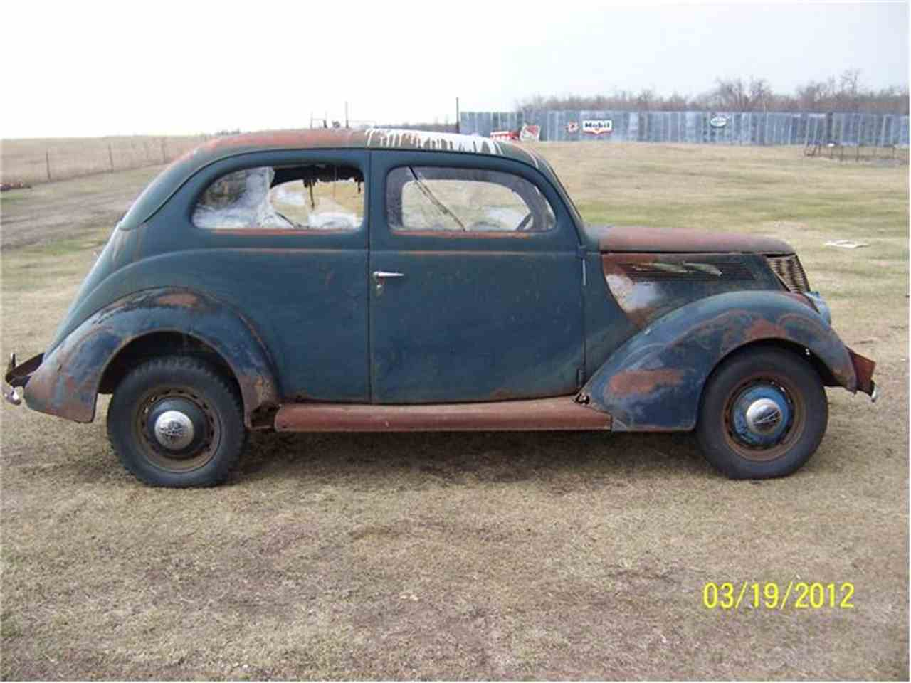 Large Picture of 1937 Ford Tudor located in Minnesota - 2L48