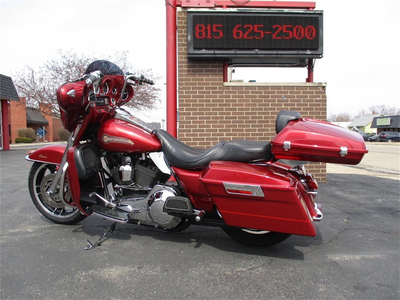 Large Picture of '05 Electra Glide located in Sterling Illinois - PR89