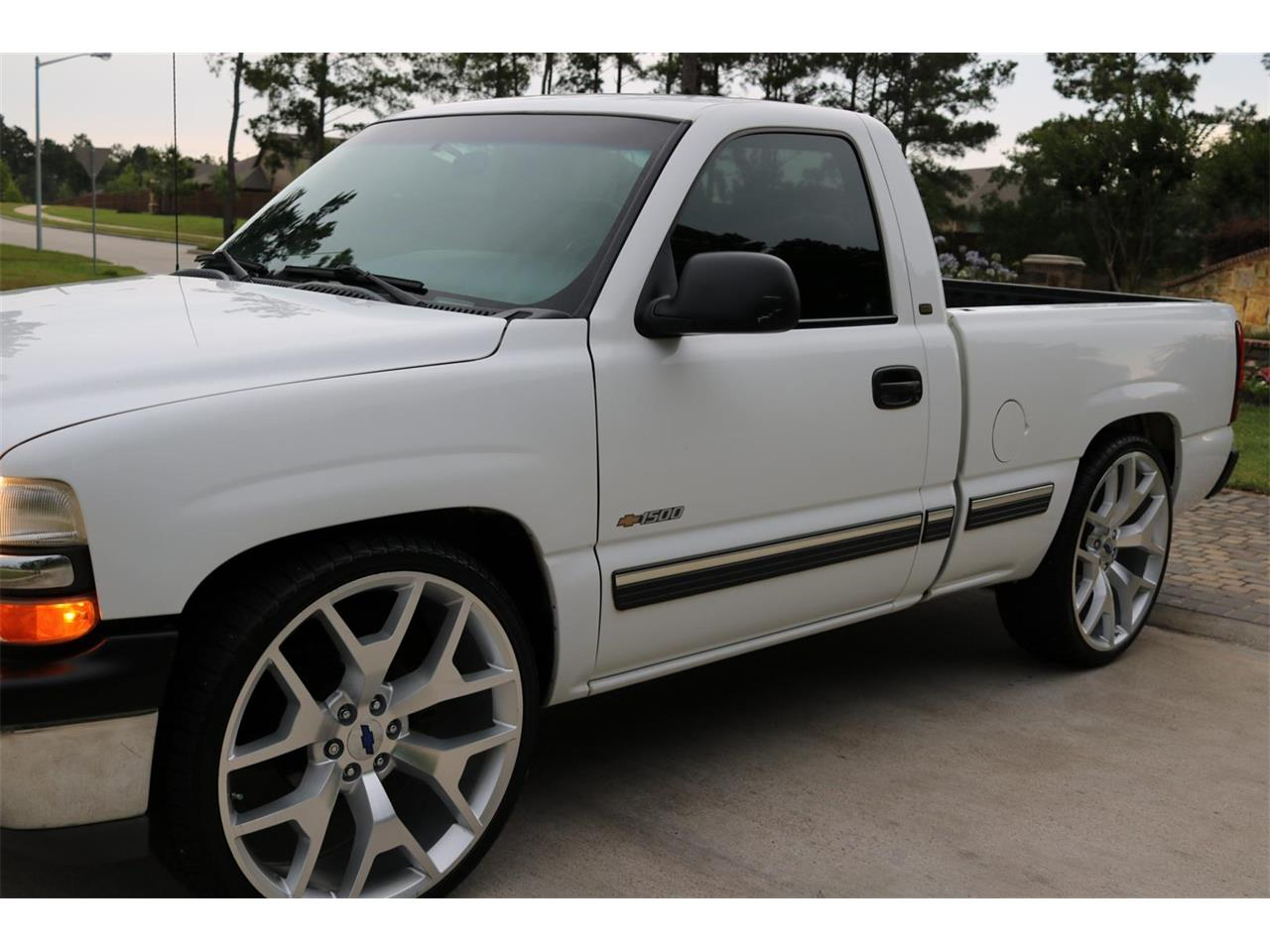Large Picture of 2000 Chevrolet Silverado - $9,900.00 Offered by Texas Trucks and Classics - PS94