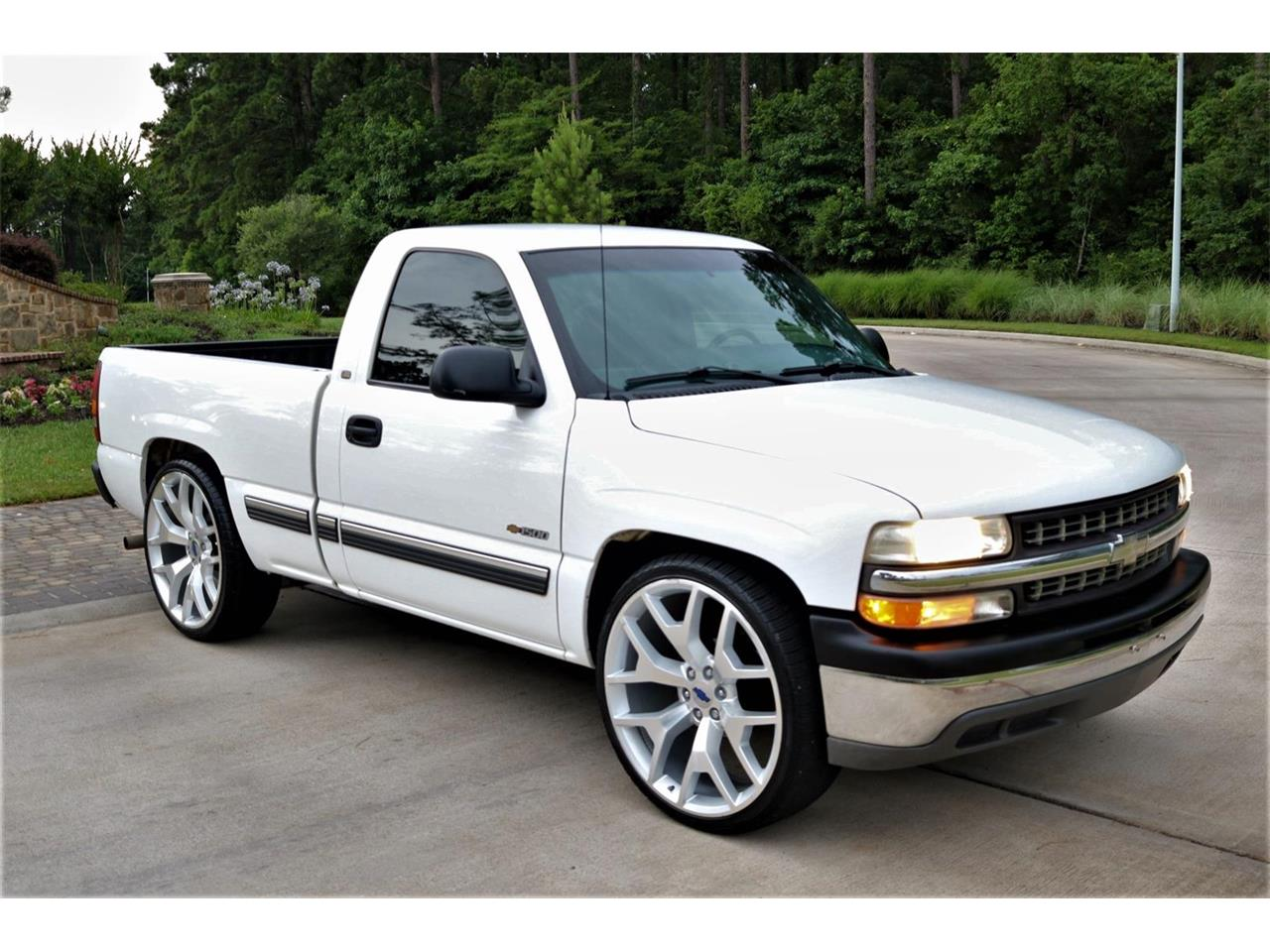 Large Picture of '00 Silverado - $9,900.00 Offered by Texas Trucks and Classics - PS94
