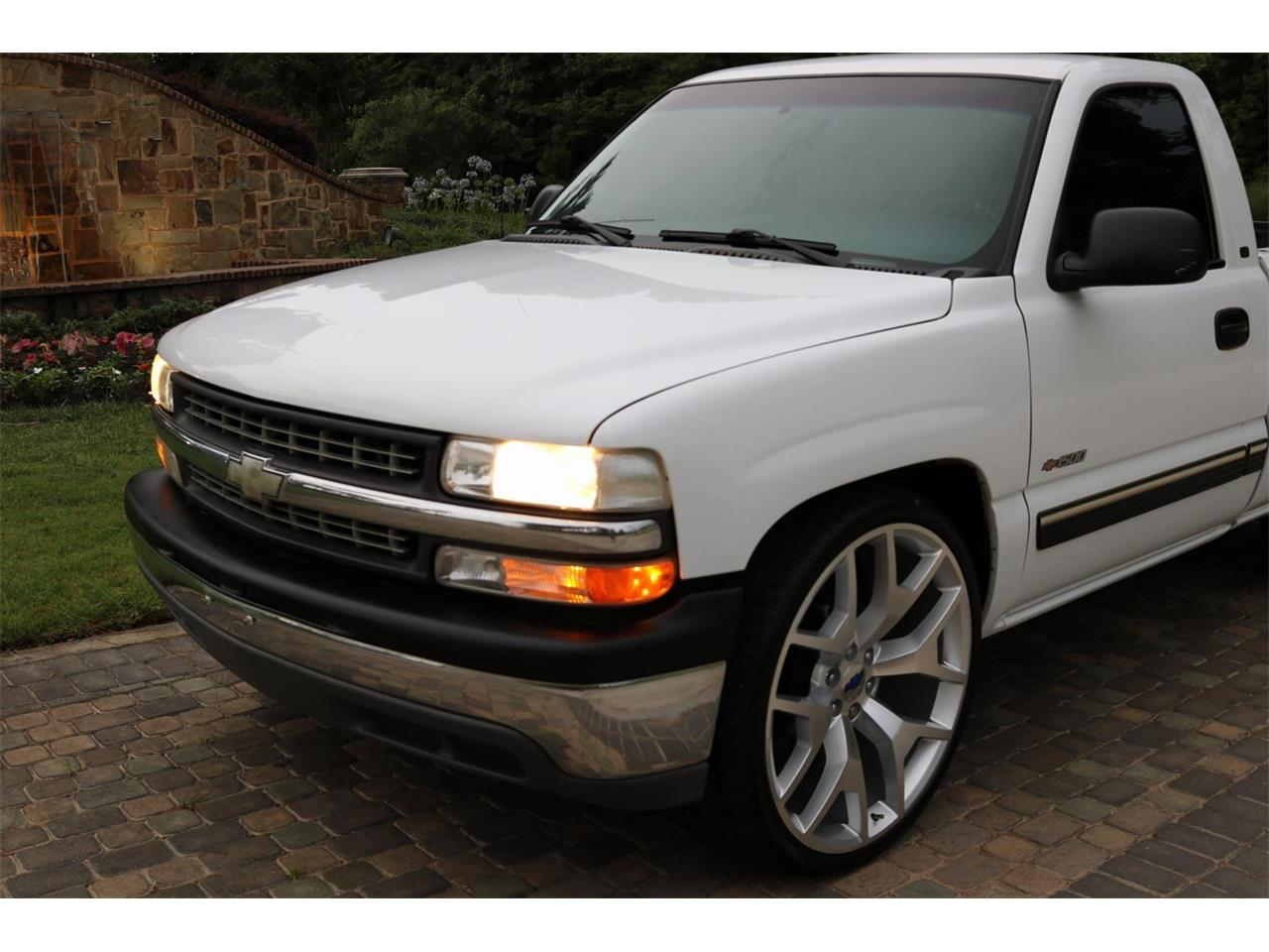 Large Picture of '00 Silverado located in Conroe Texas Offered by Texas Trucks and Classics - PS94