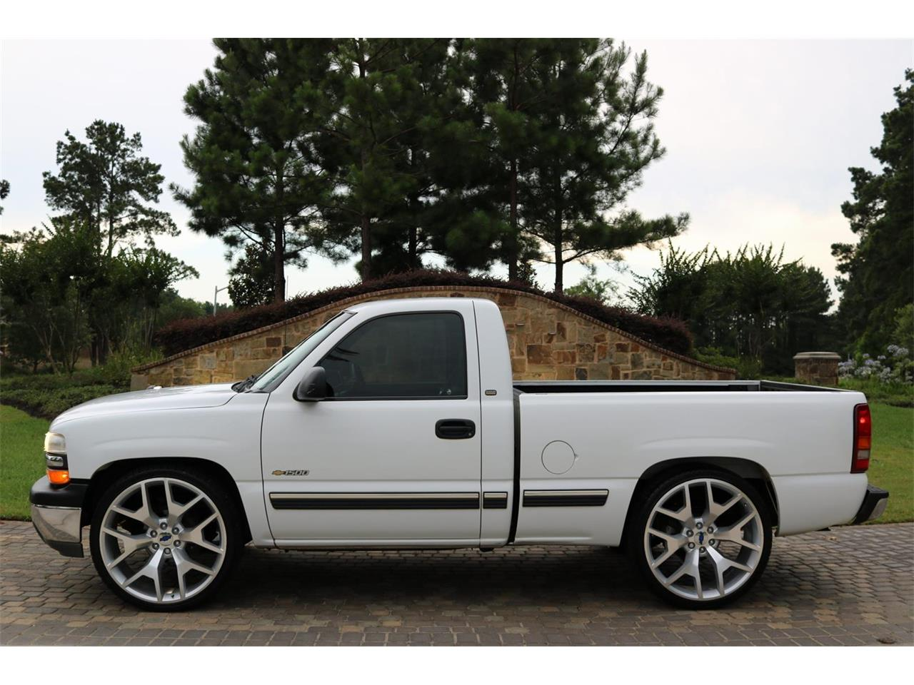 Large Picture of 2000 Chevrolet Silverado located in Conroe Texas - $9,900.00 - PS94