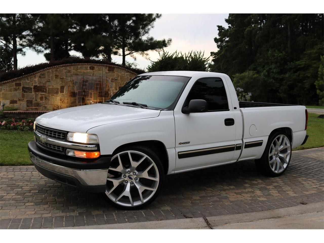 Large Picture of '00 Chevrolet Silverado located in Texas Offered by Texas Trucks and Classics - PS94