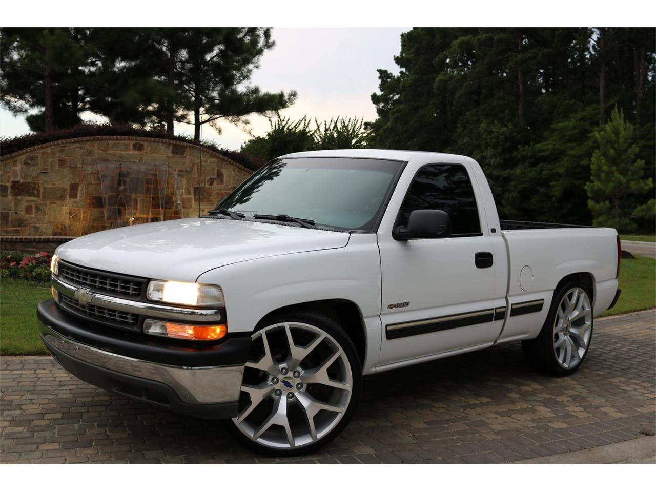 Large Picture of 2000 Silverado located in Texas Offered by Texas Trucks and Classics - PS94