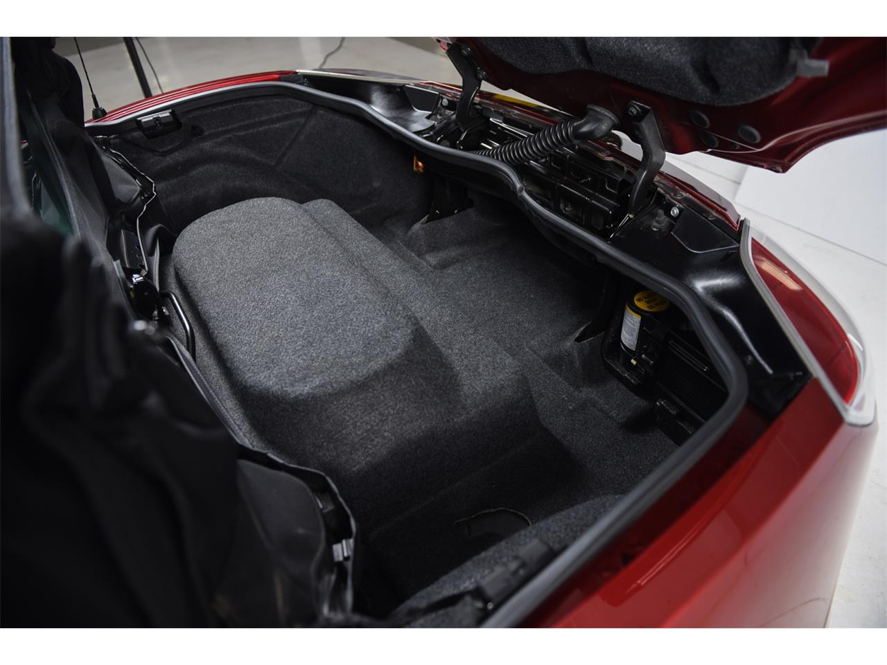 Large Picture of '09 Saturn Sky located in Farmingdale New York - $14,900.00 Offered by Motorcar Classics - PT8S