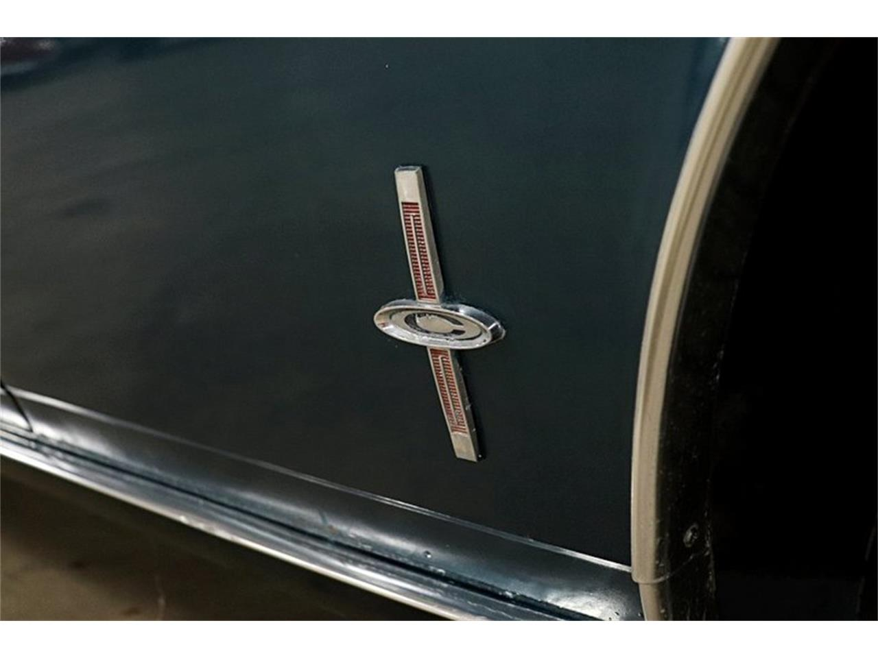 Large Picture of Classic 1965 Chevrolet Corvair Offered by GR Auto Gallery - PTIH