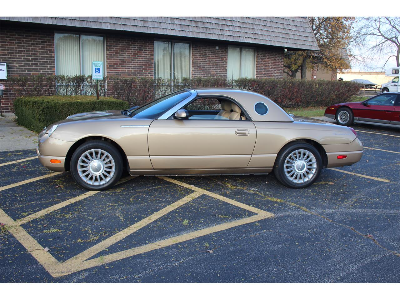 Large Picture of 2005 Ford Thunderbird - $18,900.00 Offered by Midwest Muscle Cars - PU87