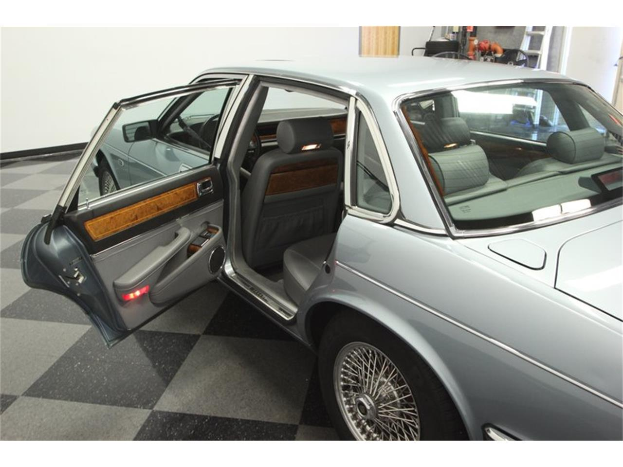 Large Picture of '90 XJ6 - PUG8