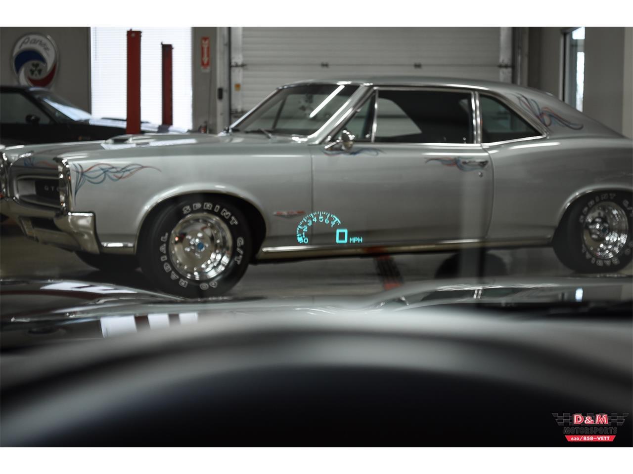 Large Picture of '10 Chevrolet Corvette - PUJ0