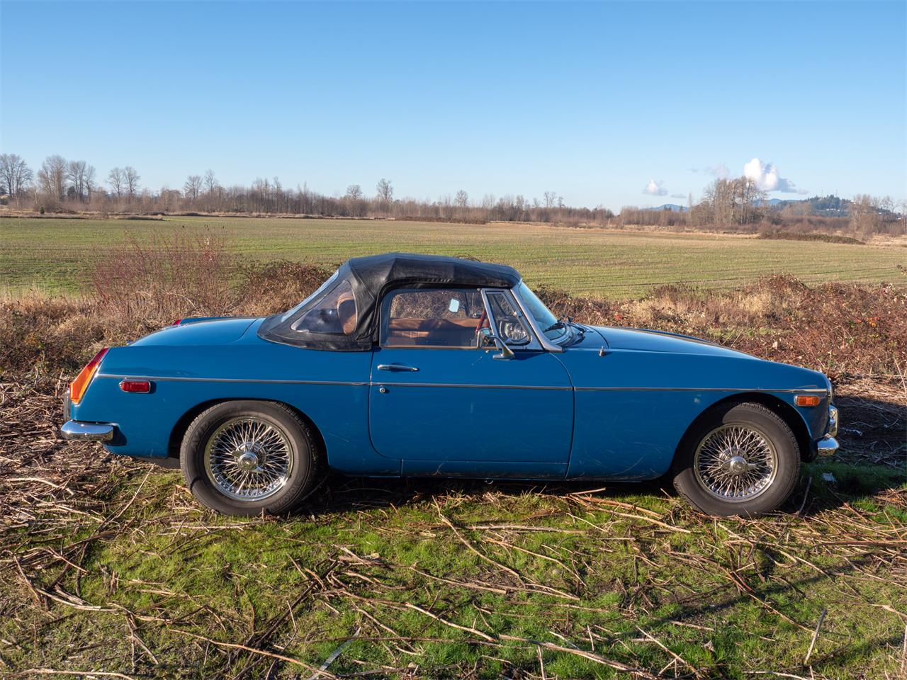 Large Picture of '74 MGB - PUN9
