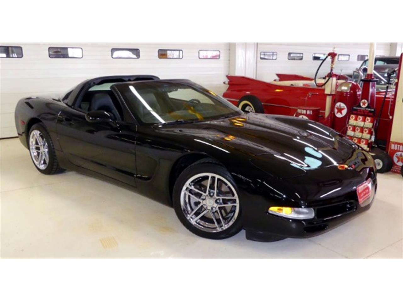 Large Picture of '98 Chevrolet Corvette located in Columbus Ohio Offered by Cruisin Classics - PV85