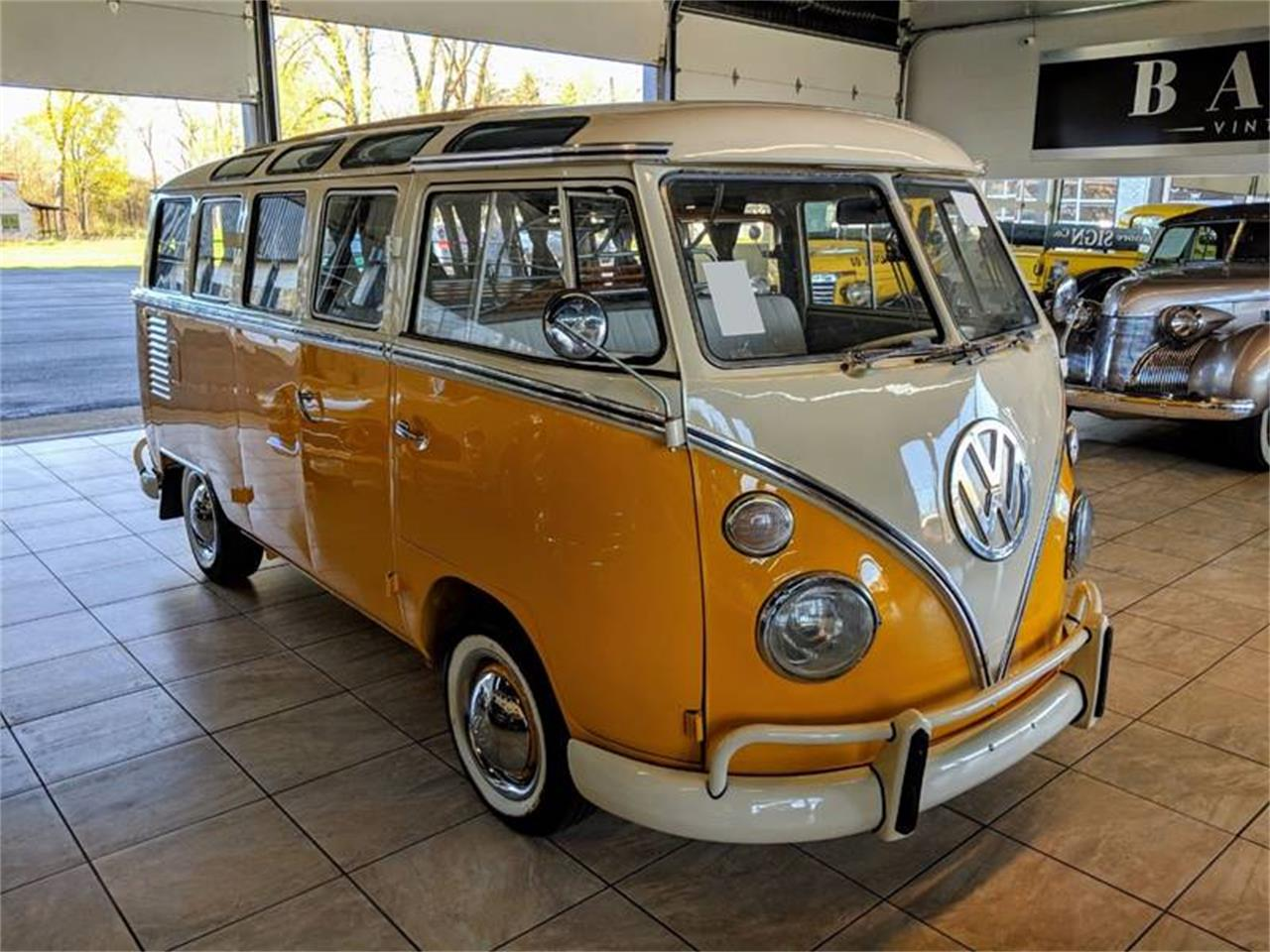 Large Picture of '74 Volkswagen Bus Offered by Classics & Custom Auto - PVEF