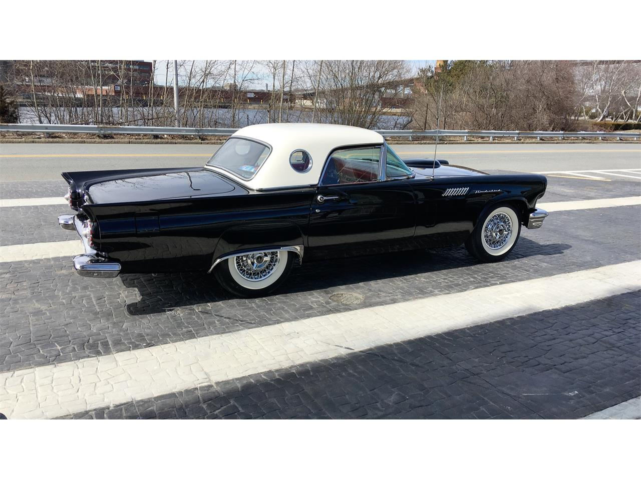 Large Picture of '57 Thunderbird - PVNT