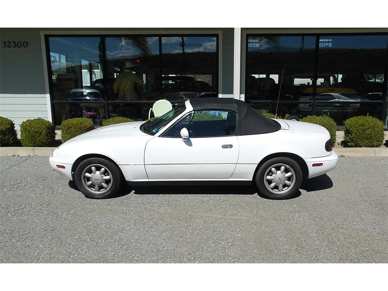Large Picture of '90 Mazda Miata located in Redlands California Offered by Play Toys Classic Cars - PVWW