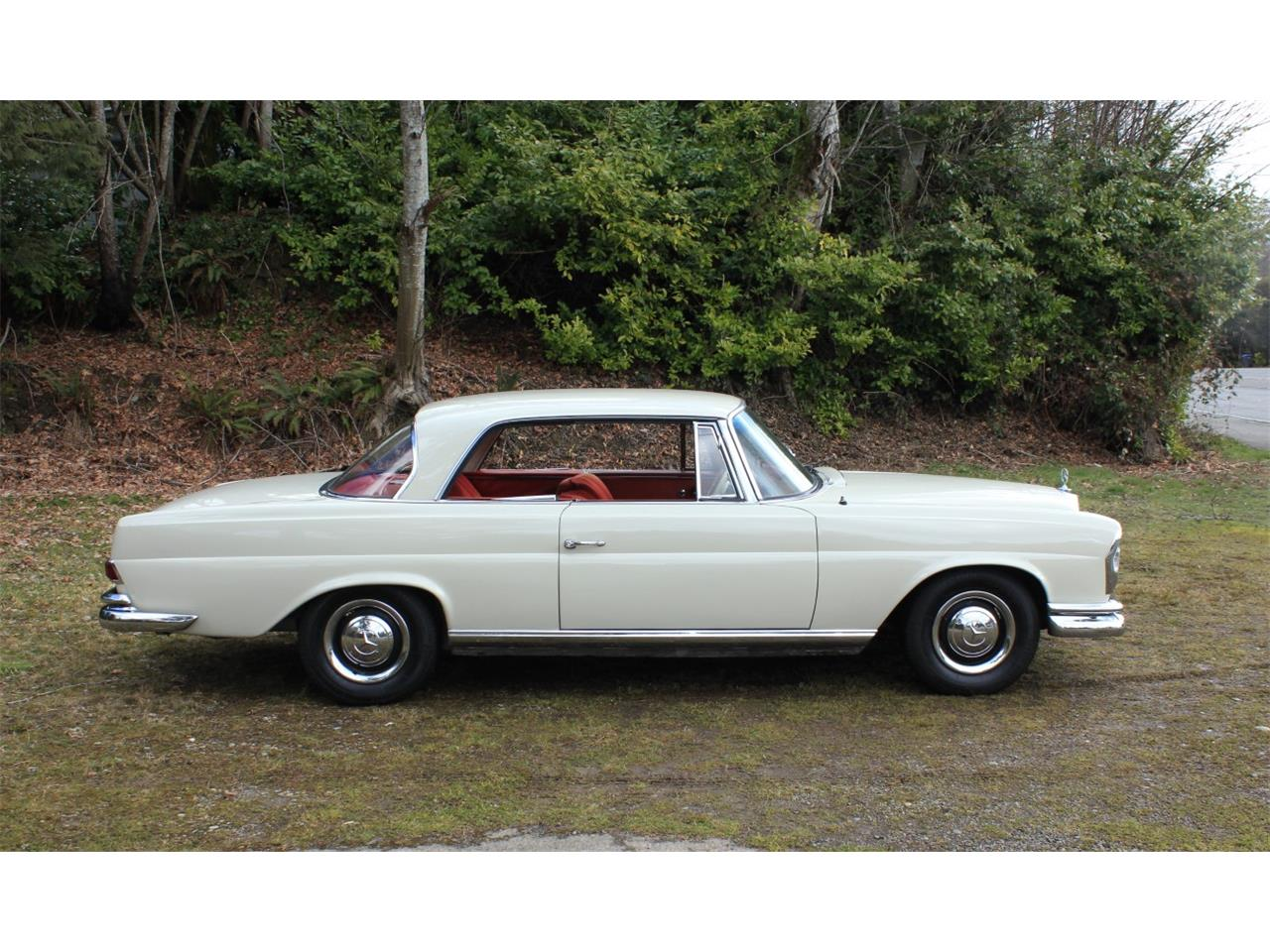 Large Picture of Classic 1963 Mercedes-Benz 220SE located in Washington Auction Vehicle - PW4K
