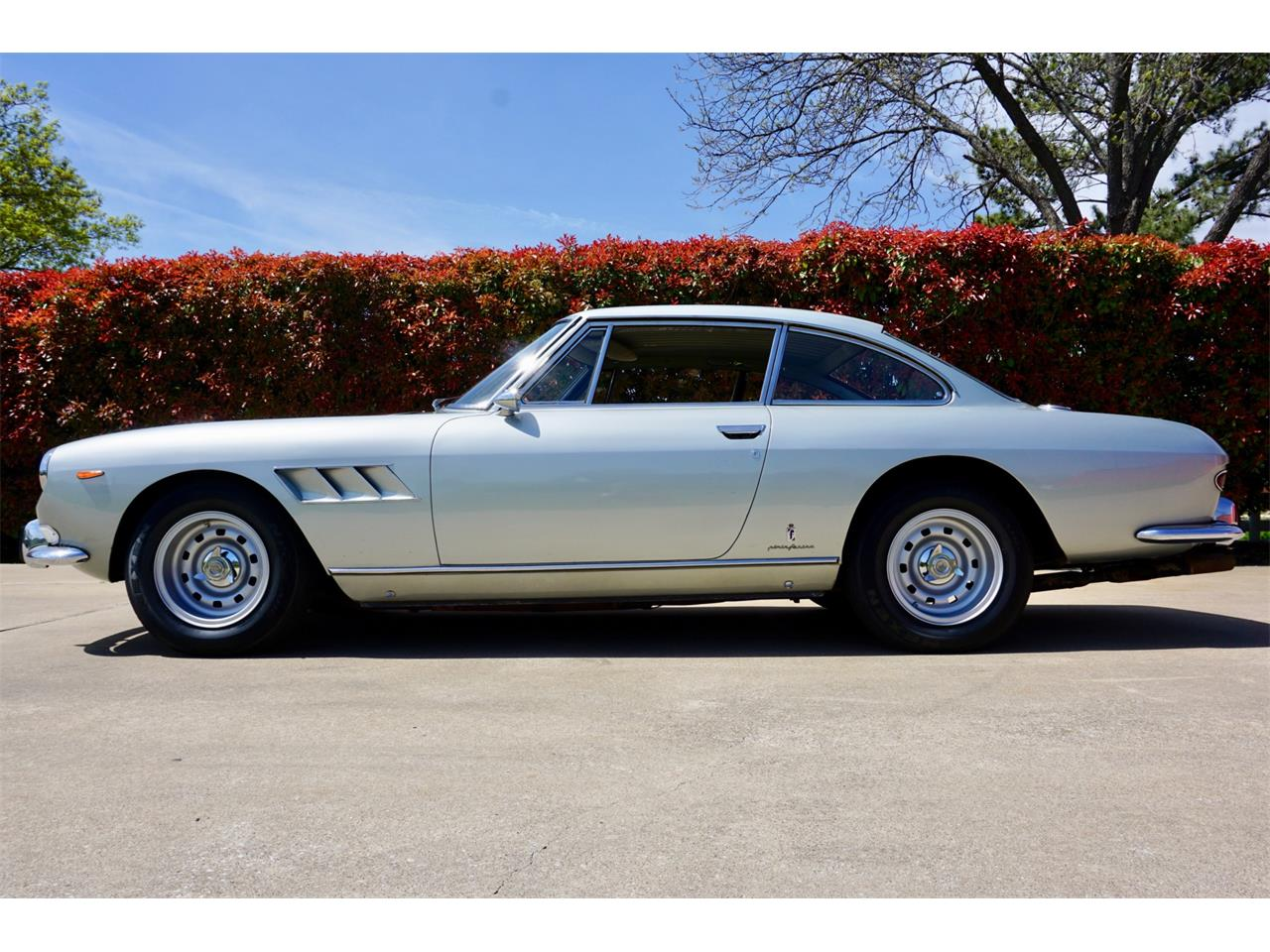 Large Picture of '66 Ferrari 330 GT - PWUY