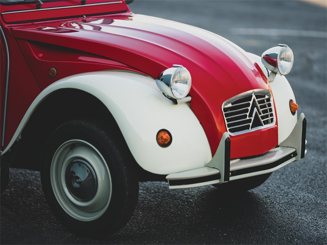 Large Picture of '75 Citroen 2CV Auction Vehicle Offered by RM Sotheby's - PXG9