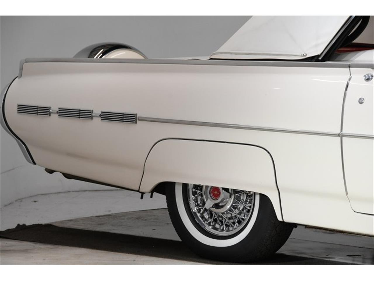 Large Picture of '62 Thunderbird - PYW4