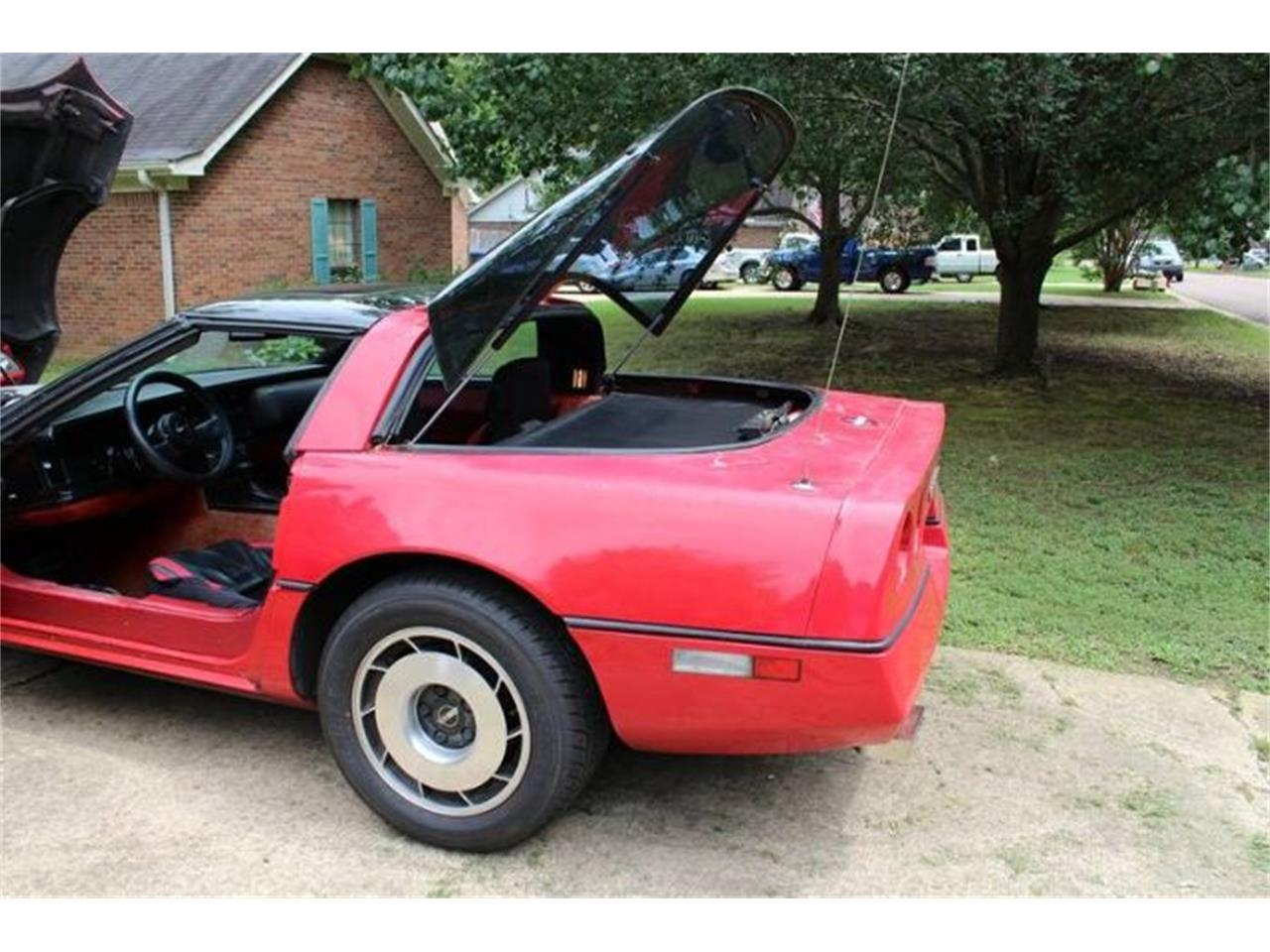 Large Picture of 1985 Chevrolet Corvette located in Michigan - $5,995.00 Offered by Classic Car Deals - PYZF