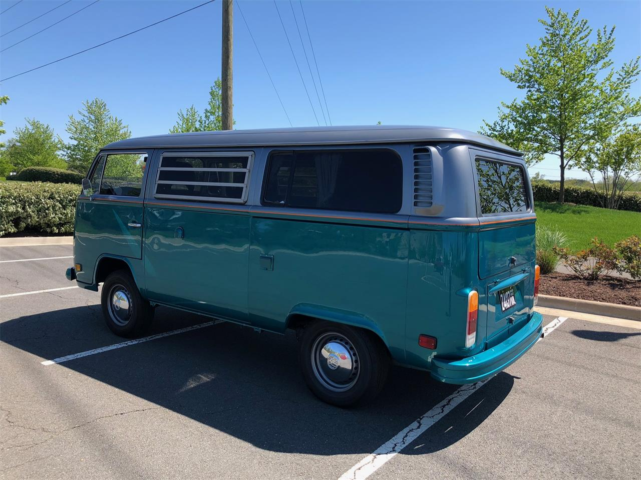 Large Picture of '76 Volkswagen Bus located in Ashburn Virginia - $25,000.00 - PZCT