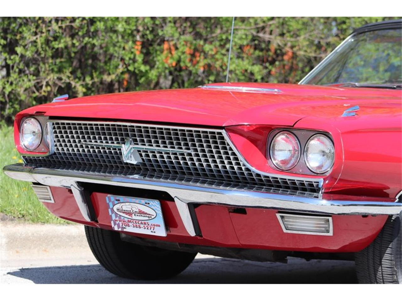 Large Picture of Classic '66 Thunderbird located in Alsip Illinois Offered by Midwest Car Exchange - Q0AO