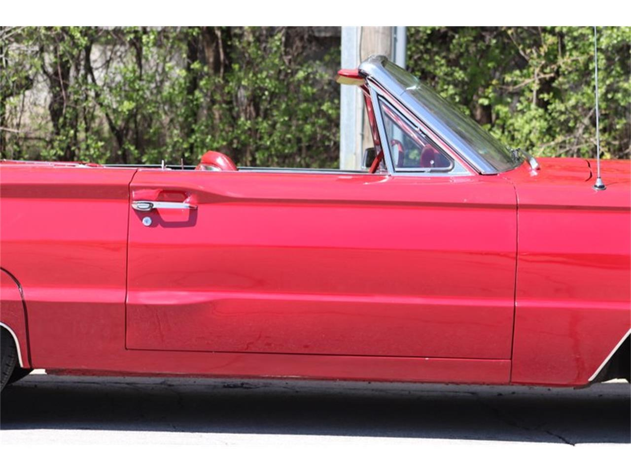 Large Picture of 1966 Thunderbird located in Alsip Illinois Offered by Midwest Car Exchange - Q0AO