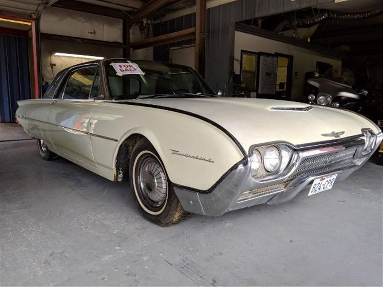 Large Picture of '62 Thunderbird - Q0M7
