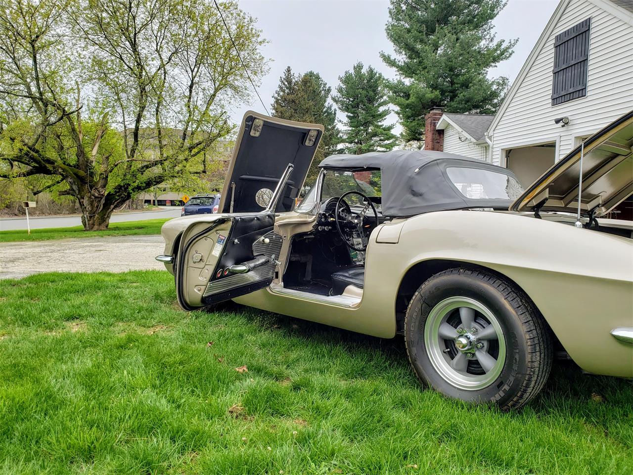 Large Picture of Classic '61 Chevrolet Corvette located in Massachusetts - Q0QW