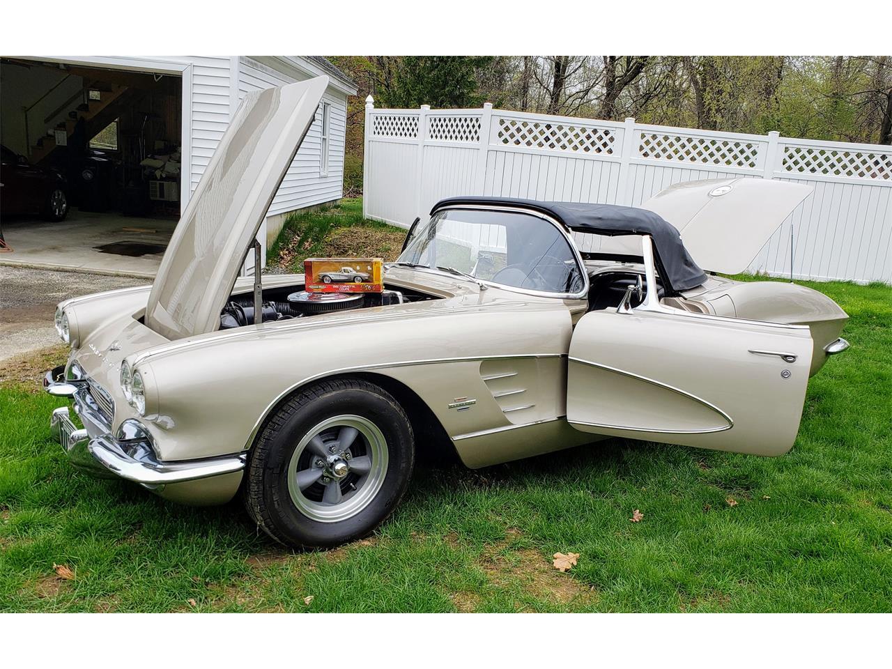 Large Picture of '61 Chevrolet Corvette - Q0QW