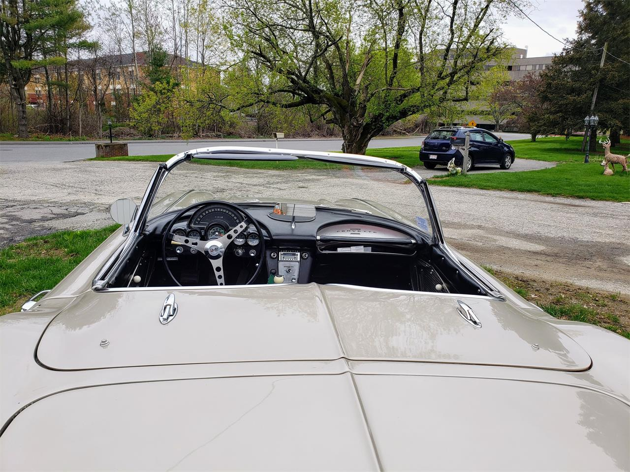 Large Picture of Classic '61 Corvette Offered by a Private Seller - Q0QW
