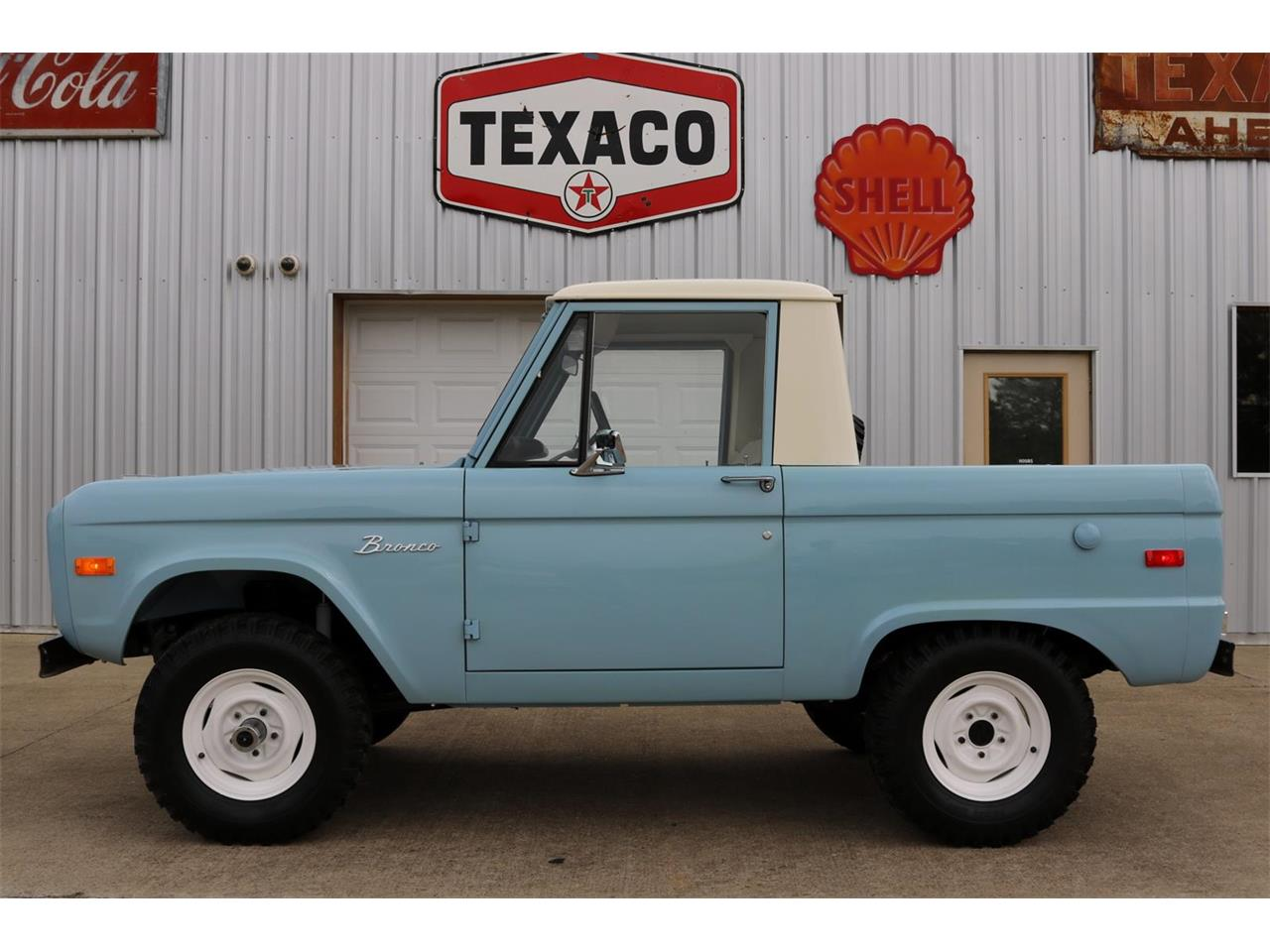 Large Picture of Classic 1970 Ford Bronco located in Texas - $59,900.00 Offered by Texas Trucks and Classics - PXZ2