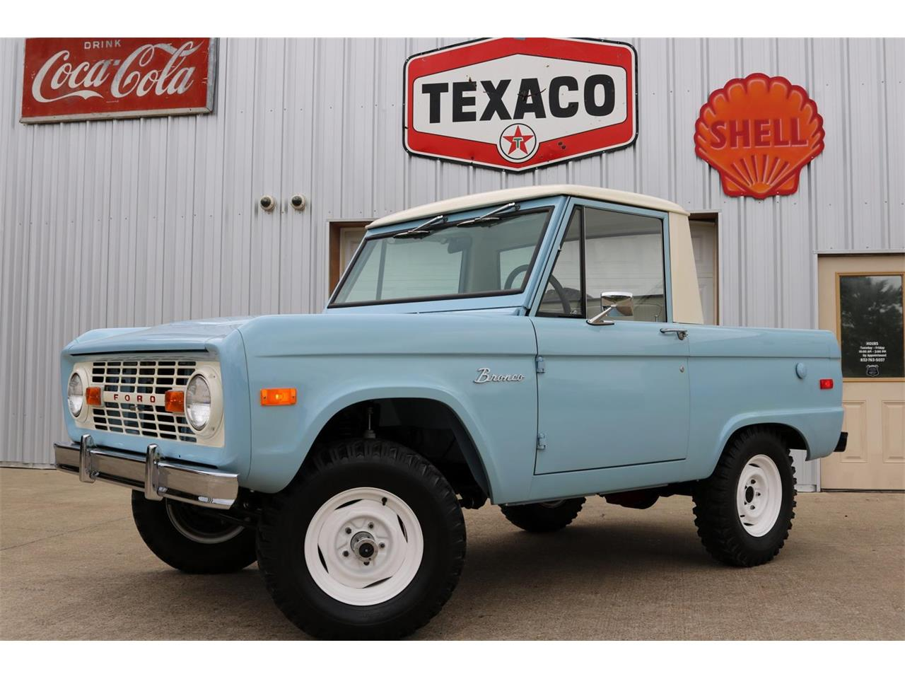 Large Picture of Classic '70 Ford Bronco located in Conroe Texas - $59,900.00 Offered by Texas Trucks and Classics - PXZ2